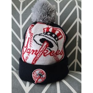 EUC New York Yankees knit beanie with pom pom